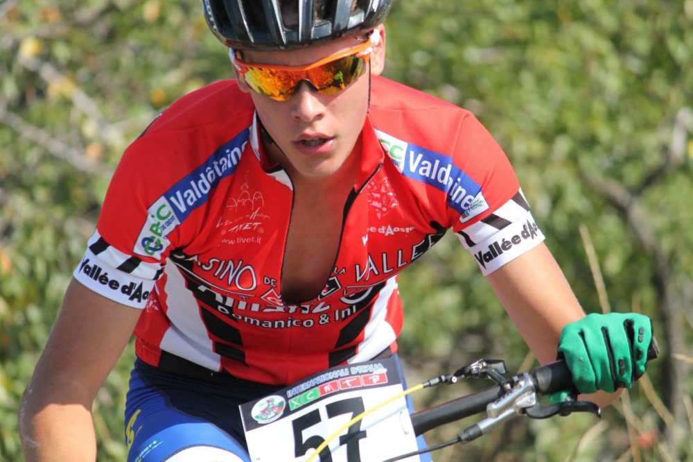 Mathieu gite in mountain bike in montagna